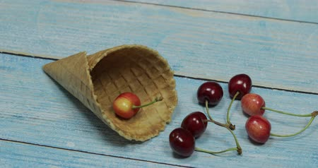 gofret : Berry season. Berry ice cream. Berries of cherry in a waffle on a blue wooden background