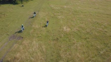 motorcross : Extreme motorcyclists rides on open field. Motocross. Motosport. Stock footage of motorcycle. Aerial view Stockvideo