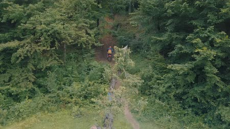motorcross : Extreme motorcyclist rides on the forest roads. Mountain hills. Motocross. Motosport. Stock footage of motorcycle. Aerial view Stockvideo