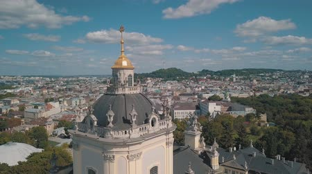 ortodoxia : Aerial view of St. Jura (St. Georges) Cathedral church against cloudscape in old town Lviv, Ukraine. Flying by drone over Greek Catholic Cathedral of city. Main shrine of the Ukrainian Greek Catholic