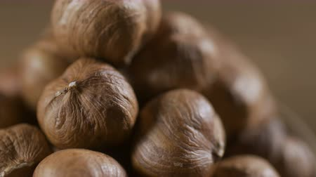 avelã : Hazelnut closeup. Rotating nuts background, nobody Stock Footage