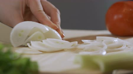 karbonhidratlar : Slicing white onions in half rings for later use, cooking Stok Video