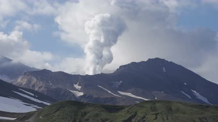 извержение : Volcanic activity in Kamchatka.