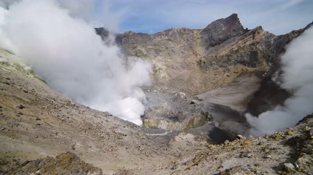 извержение : Volcanic activity in the crater of the Mutnovsky volcano. One can see active fumaroles, steam, smoke. Стоковые видеозаписи