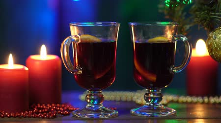 cidra : Mulled wine in night celebration of New Year party and delicious Christmas drink for autumn and winter season Vídeos