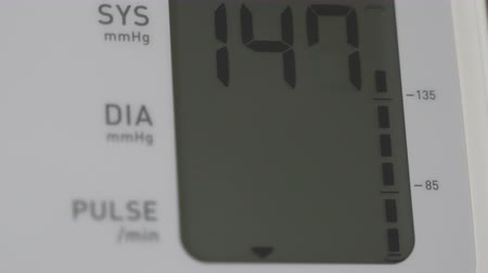 rozchod : Measurement of blood pressure in a patient. Close-up of the tonometer display
