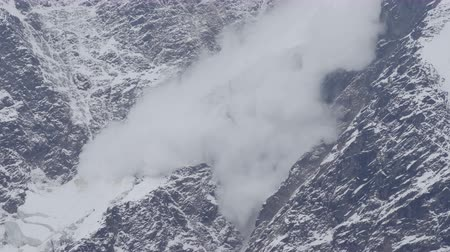 alaszka : Avalanche is coming down a glacier in the Caucasus Mountains, Russia