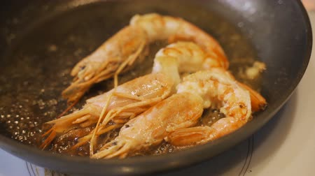 espetos : Shrimps fried with spices.
