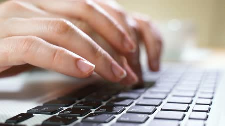erişilebilirlik : Laptop keyboard typing. Close up shot of hands touch typing on a laptop keyboard