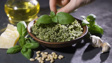 orzechy włoskie : Genoese pesto of fresh basil, pine nuts, extra virgin olive oil, grated cheese and fresh pecorino cheese