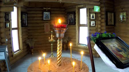 православие : a candle is lit in the temple Стоковые видеозаписи