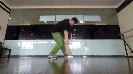 aerobic : Dancing Boy breakdance