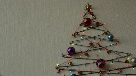 marco nacional : Multi-colored flashing lights and Christmas tree balls on the wall in the form of a Christmas tree