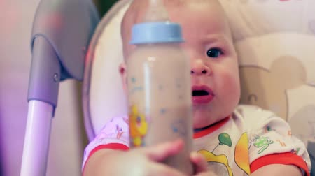 nipple : Mom feeds the baby special food in the bottle