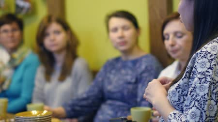 listener : Russia, Novosibirsk, August 15, 2018. a group of women are sitting on the couch with psychologists who share family problems, talking with a counselor, marital marriage, counseling Stock Footage