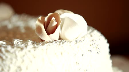 wedding cake : A beautiful wedding cake with a creamy flower.