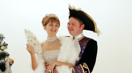 király : Young couple dressed as noble gentry 18 th century are on a white background.