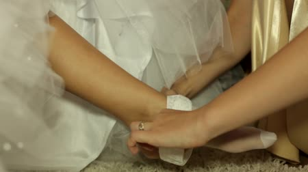 ayaklar : Girl in a wedding dress worn pantyhose.