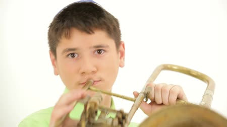 trombeta : Boy playing the trombone. On the childs head pile, he was a Jew. Stock Footage