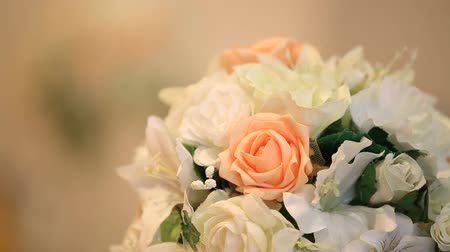 florista : Wedding decoration orange bouquets.  Close-up Stock Footage