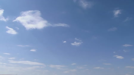 mavi gök : Beautiful blue sky with white clouds. Stok Video