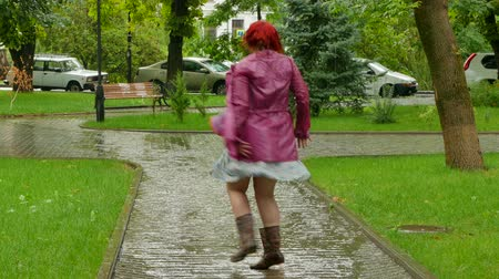 etli : Thick girl jumping in a puddle