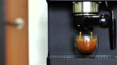 portafilter : Making a espresso in a transparent double-sided coffee glass. Stock Footage