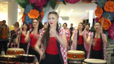 taiko drums : Moscow, Russia - March 5, 2017: group of Japanese Taiko drummers girls perform in Oceania shopping center on the at the opening of a new store UNIQLO Unique Clothing Warehouse.