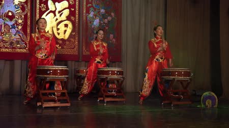 knocking : Moscow, Russia - February 03, 2018: drummer girls from Taiko In-Spirational asian drum show in traditional asian costumes perform during the Asian new year concert. Stock Footage
