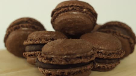 миндальное печенье : Tasty chocolate Macaroons Rotating on wooden table HD