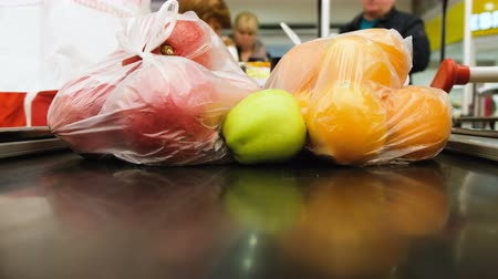 pokladna : Vegetables and fruits are on the conveyor belt at the checkout, 4K.