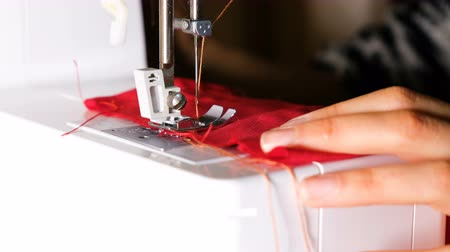 serpentina : The girl starts sewing on a sewing machine, 4k. Stock Footage