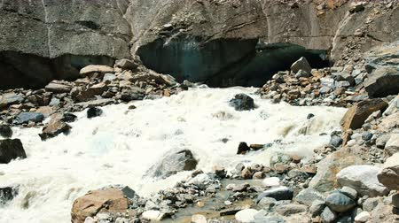 rohanó : Mountain river runs from the glacier, a powerful stream of water