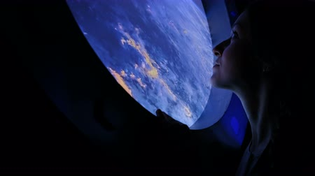 ракета : Girl looks in the porthole in space
