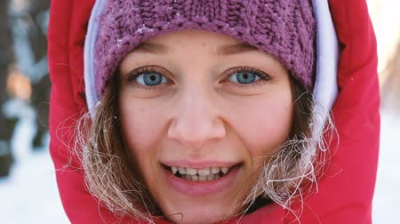мороз : Portrait of a beautiful caucasian girl with blue eyes cold winter in a close-up park, slow motion