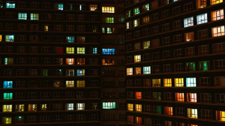 apartamentos : Light in the windows of a multistory building. Time lapse Stock Footage