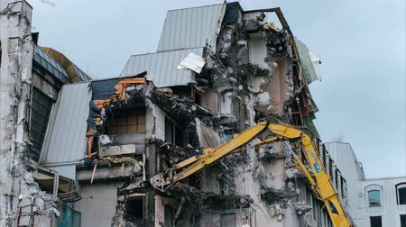 deconstruction : Excavator destroys the old building, timelapse. Demotazh old house. Stock Footage