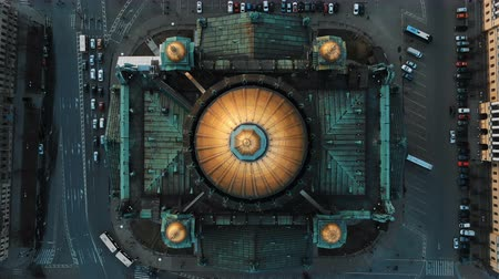 Aerial flight over St. Isaacs Cathedral top view. The historical center of St. Petersburg Filmati Stock