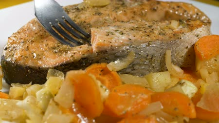 vstup : person pins delicious red fish on metal fork closeup Dostupné videozáznamy