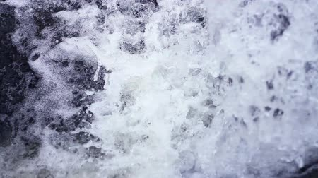 бросаясь : Pure White Water Rapid Rushing Down Green Background HD