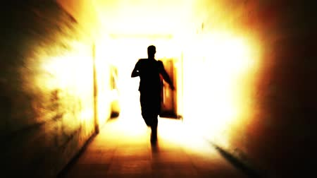 испуг : Silhouette man runn Silhouette man running light in a tunnel escape freedom concepting light in a tunnel escape freedom concept