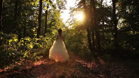 ruha : Vintage Fashion Wedding Dress Woman Running in Summer Forest Stock mozgókép