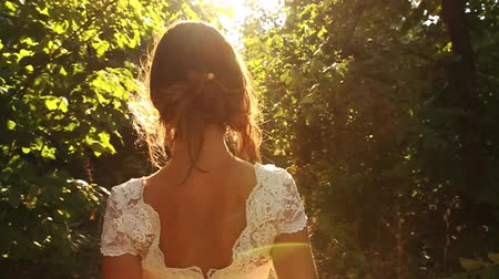 красные волосы : Beautiful Bride Back Walking Forest Nature Wedding Concept HD