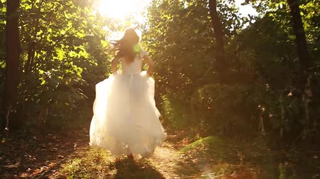 tündér : Princess Dress Woman Running Fairy Tale Forest Concept HD