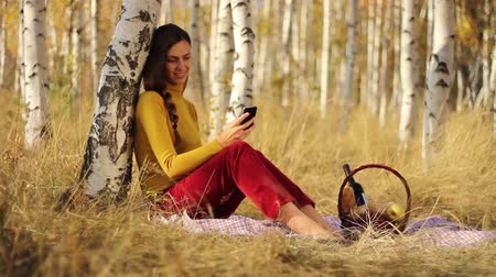 winogrona : Beautiful Girl Picnic Forest Using Smart Phone Communication
