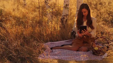 deitado : Nature Technology Girl using Tablet in Nature Outdoors Mobile Stock Footage