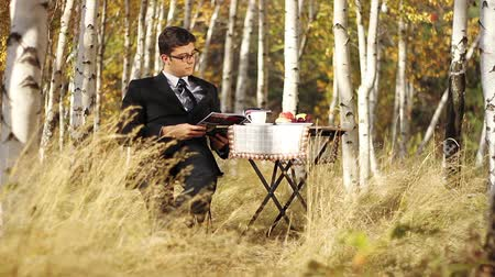 gazeta : Business Outdoors Businessman Reading Having Breakfast in Nature