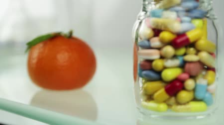 антиоксидант : Natural vitamins fresh fruits or artificial pills