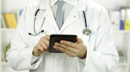 notlar : Doctor Torso Working with Tablet PC Research Concept