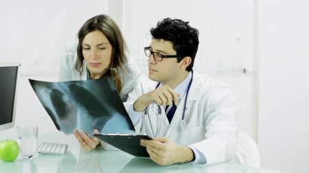 doktor : Beautiful Nurse and Doctor Looking at X ray Stok Video